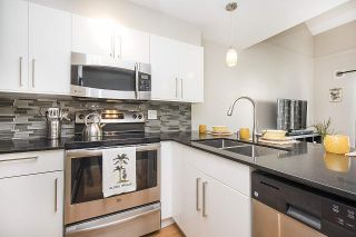 """Photo 3: 304 620 BLACKFORD Street in New Westminster: Uptown NW Condo for sale in """"DEERWOOD COURT"""" : MLS®# R2246699"""