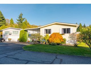 "Photo 3: 84 2270 196 Street in Langley: Brookswood Langley Manufactured Home for sale in ""Pineridge Park"" : MLS®# R2511479"