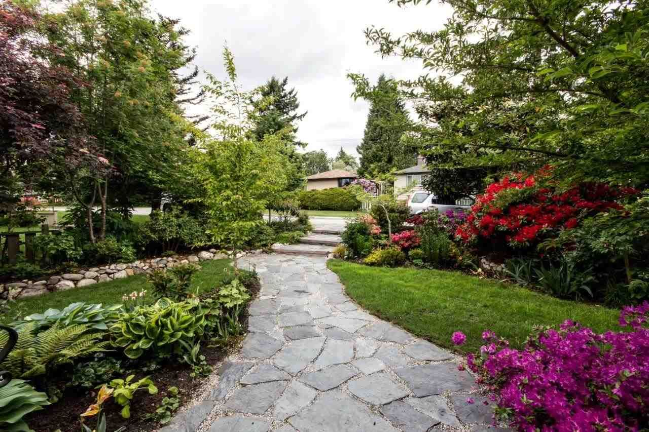 """Photo 3: Photos: 915 E 13TH Street in North Vancouver: Boulevard House for sale in """"Grand Boulevard"""" : MLS®# R2535688"""