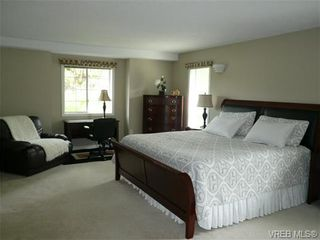 Photo 13: 885 Maltwood Terr in VICTORIA: SE Broadmead House for sale (Saanich East)  : MLS®# 711299