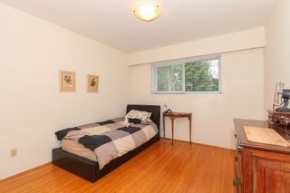"""Photo 11: 6882 YEOVIL Place in Burnaby: Montecito House for sale in """"Montecito"""" (Burnaby North)  : MLS®# V1119163"""