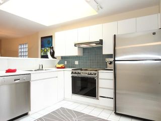 Photo 2: 3024 W 3RD Avenue in Vancouver: Kitsilano Townhouse for sale (Vancouver West)  : MLS®# V867137