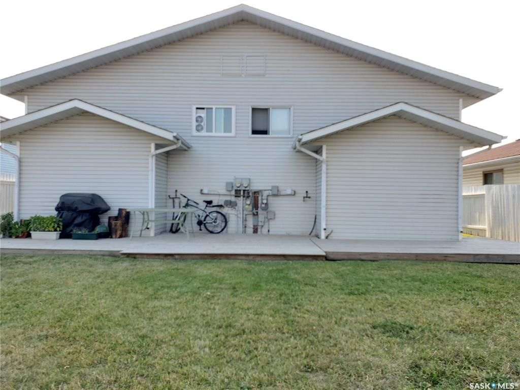 Main Photo: 90-92 Gray Avenue in Saskatoon: Forest Grove Residential for sale : MLS®# SK872570