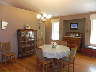 Photo 13: 63 Thomas Cove: Lakeshore Heights Residential for sale (R27)