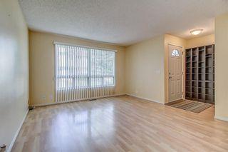 Photo 4: 145 WOODSMAN Lane SW in Calgary: Woodbine Row/Townhouse for sale : MLS®# C4303483