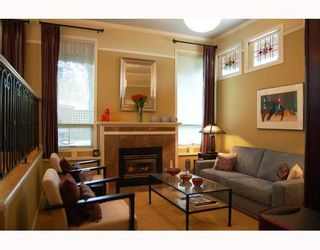 Photo 2: 14 W 13TH Avenue in Vancouver: Mount Pleasant VW 1/2 Duplex for sale (Vancouver West)  : MLS®# V771658