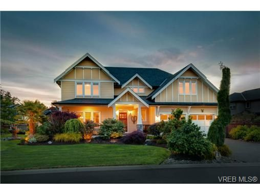 Main Photo: 3996 South Valley Dr in VICTORIA: SW Strawberry Vale House for sale (Saanich West)  : MLS®# 703006