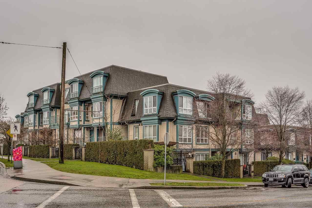 """Main Photo: 15 288 ST. DAVIDS Avenue in North Vancouver: Lower Lonsdale Townhouse for sale in """"ST. DAVID'S LANDING"""" : MLS®# R2232167"""