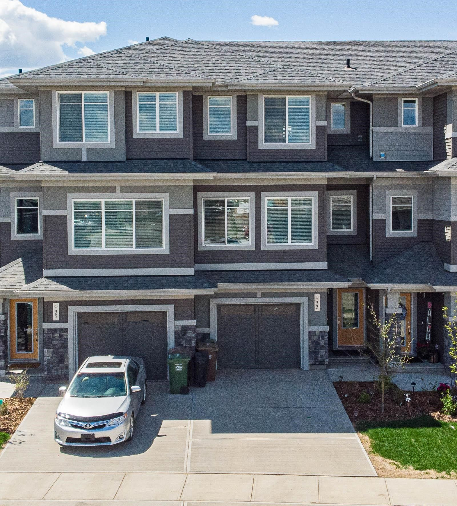 Main Photo: 33 JOYAL Way NW: St. Albert Attached Home for sale : MLS®# E4264929