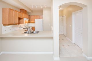 """Photo 11: 109 5605 HAMPTON Place in Vancouver: University VW Condo for sale in """"THE PEMBERLEY"""" (Vancouver West)  : MLS®# R2160612"""