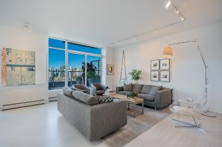 """Photo 2: 1702 1708 COLUMBIA Street in Vancouver: Mount Pleasant VW Condo for sale in """"Wall Centre False Creek"""" (Vancouver West)  : MLS®# R2580995"""