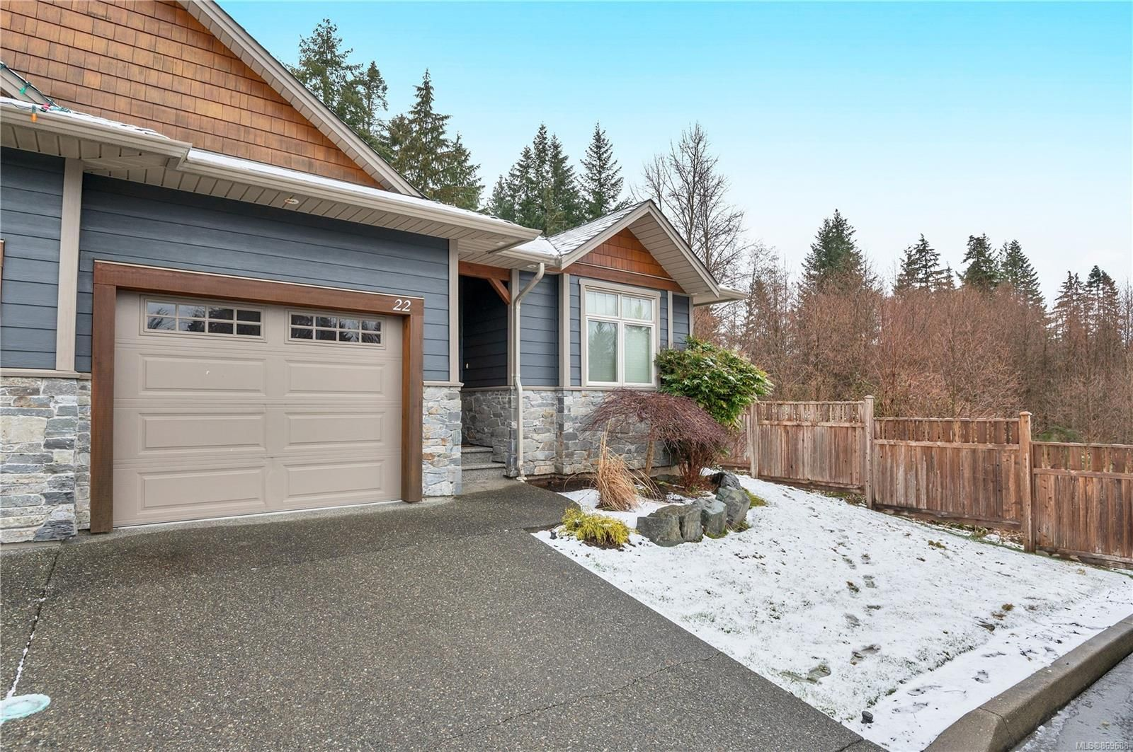 Main Photo: 22 48 S McPhedran Rd in : CR Campbell River South Condo for sale (Campbell River)  : MLS®# 869688