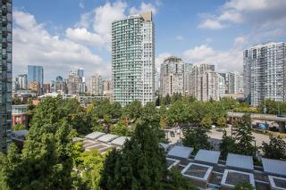 """Photo 2: 908 1033 MARINASIDE Crescent in Vancouver: Yaletown Condo for sale in """"QUAYWEST"""" (Vancouver West)  : MLS®# R2615852"""