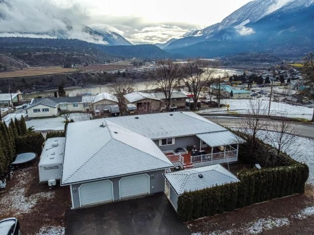 FEATURED LISTING: 387 PARK DRIVE Lillooet