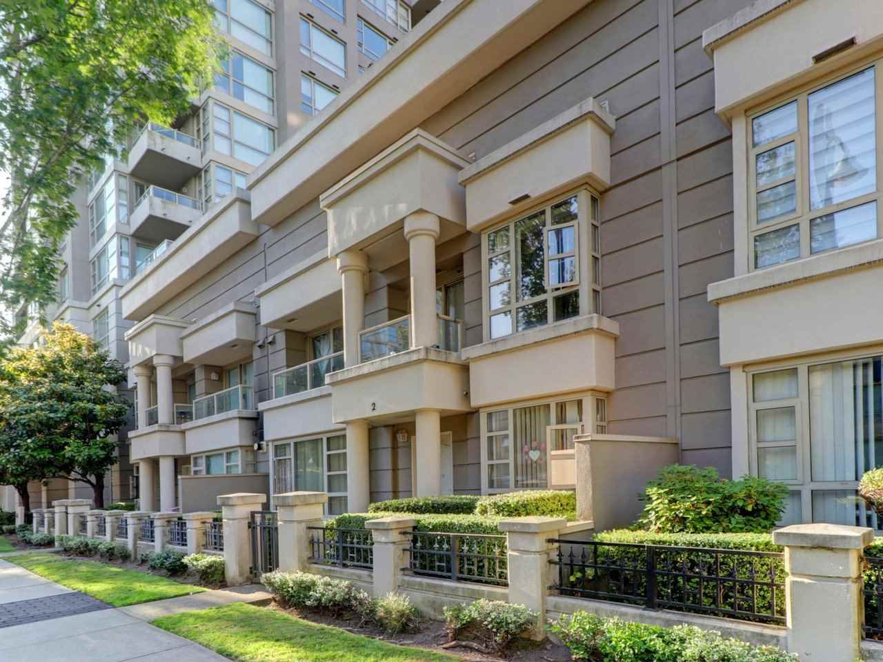 """Main Photo: 2 8297 SABA Road in Richmond: Brighouse Townhouse for sale in """"Rosario Gardens"""" : MLS®# R2486325"""