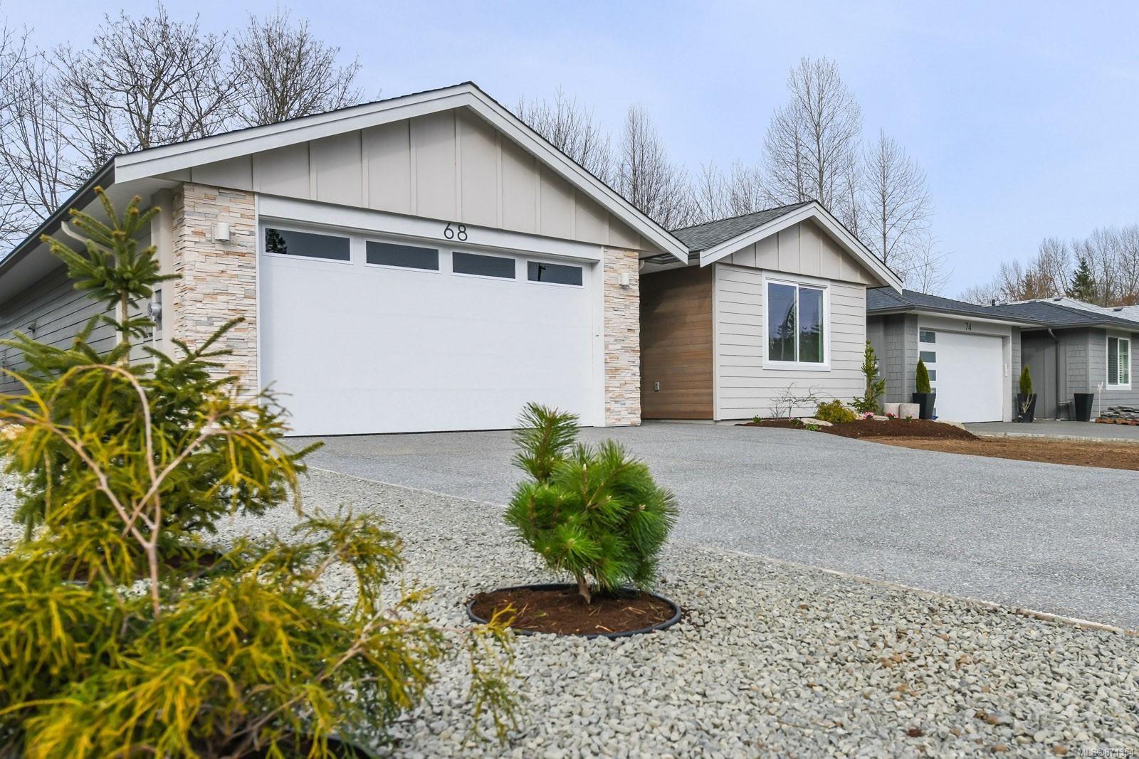 Photo 2: Photos: 68 Grayhawk Pl in : CV Courtenay City House for sale (Comox Valley)  : MLS®# 871354