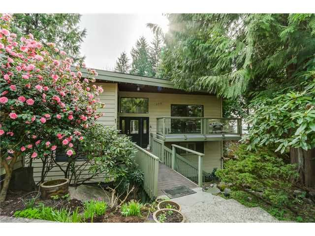 "Main Photo: 275 E BRAEMAR Road in North Vancouver: Upper Lonsdale House for sale in ""UPPER LONSDALE"" : MLS®# V1110480"