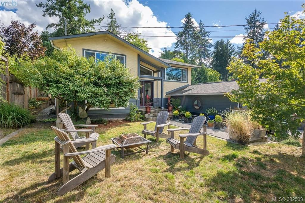 Main Photo: 973 Marchant Rd in BRENTWOOD BAY: CS Brentwood Bay House for sale (Central Saanich)  : MLS®# 768482