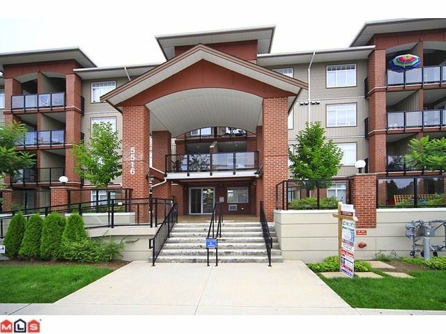 """Main Photo: 406 5516 198 Street in Langley: Langley City Condo for sale in """"Madison Villa"""" : MLS®# R2460308"""