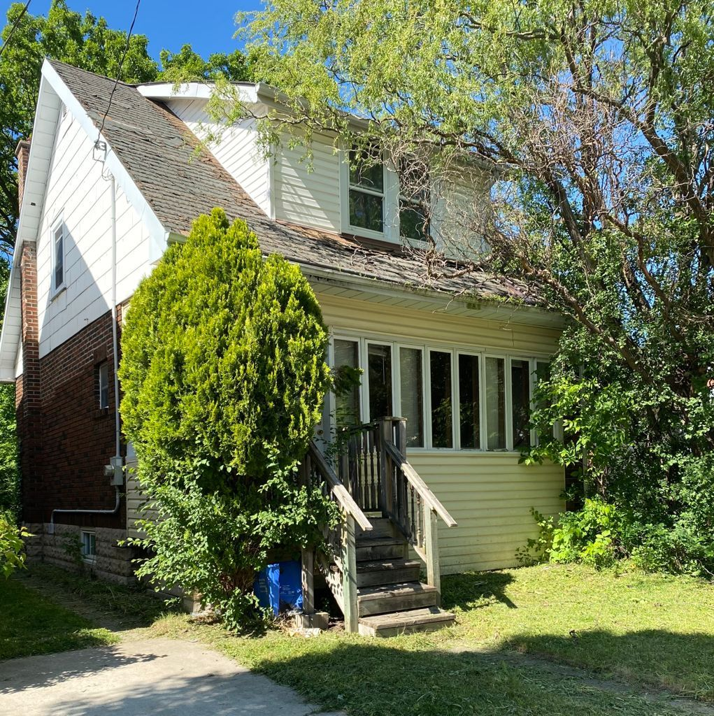 Main Photo: 150 Briscoe Street in London: House for sale : MLS®# 40122670