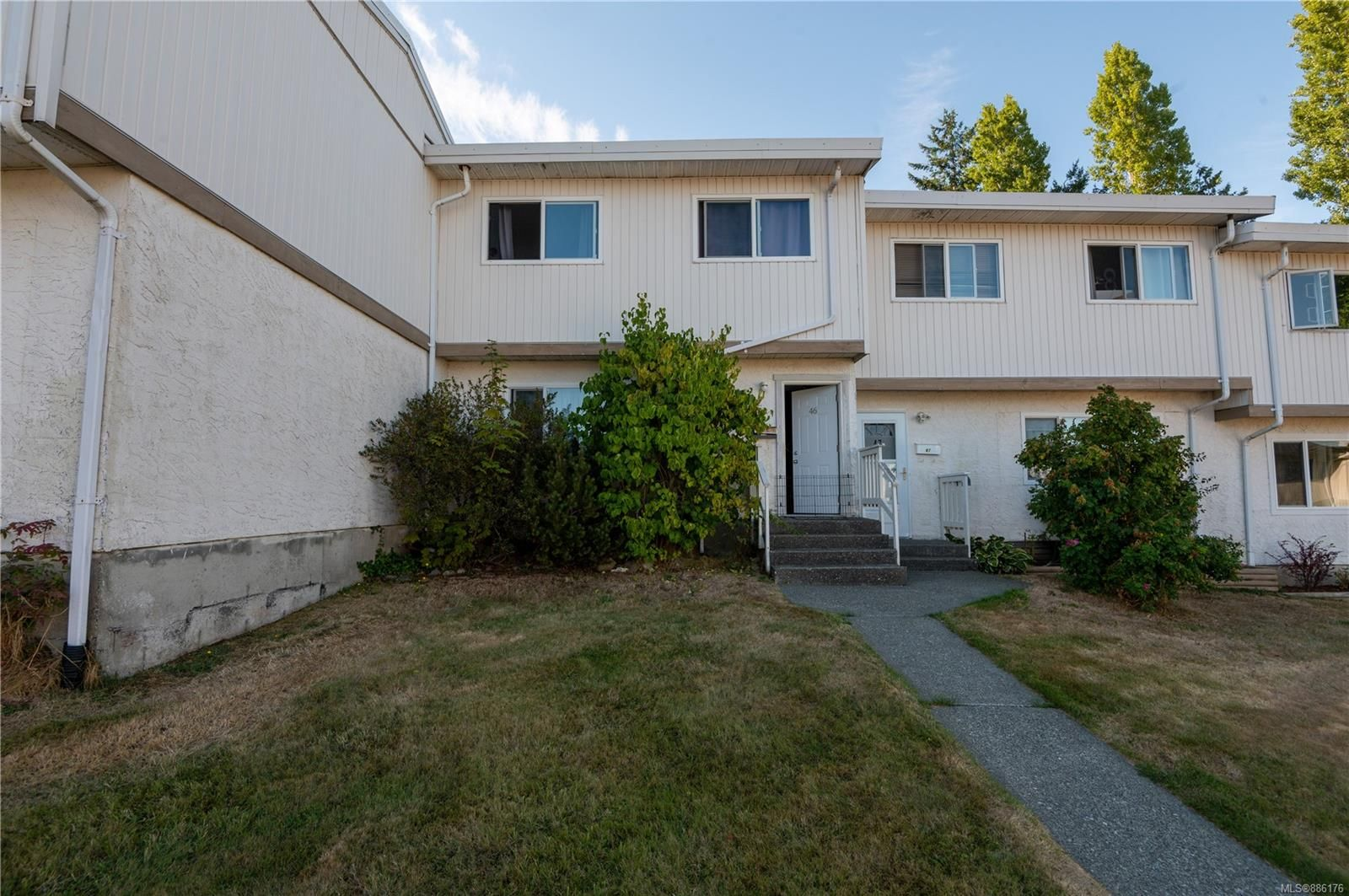 Main Photo: 46 400 Robron Rd in : CR Campbell River Central Row/Townhouse for sale (Campbell River)  : MLS®# 886176