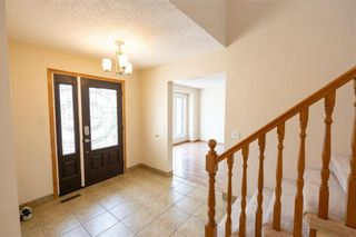 Photo 3: 45 Aintree Crescent in Winnipeg: Richmond West Residential for sale (1S)  : MLS®# 202107586