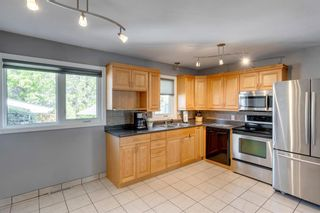 Photo 3: 9 Chisholm Crescent NW in Calgary: Charleswood Detached for sale : MLS®# A1115006
