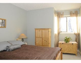 Photo 10: 1829 BROADVIEW Road NW in CALGARY: West Hillhurst Residential Attached for sale (Calgary)  : MLS®# C3305537