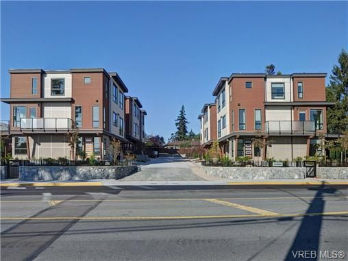 Main Photo: 3 1060 Tillicum Rd in VICTORIA: Es Kinsmen Park Row/Townhouse for sale (Esquimalt)  : MLS®# 714740