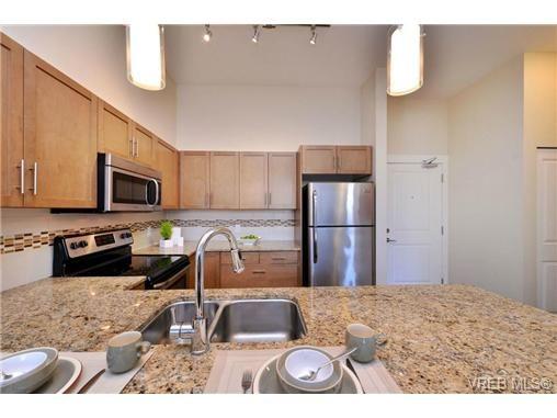 Photo 7: Photos: 103 662 Goldstream Ave in VICTORIA: La Fairway Condo for sale (Langford)  : MLS®# 717329