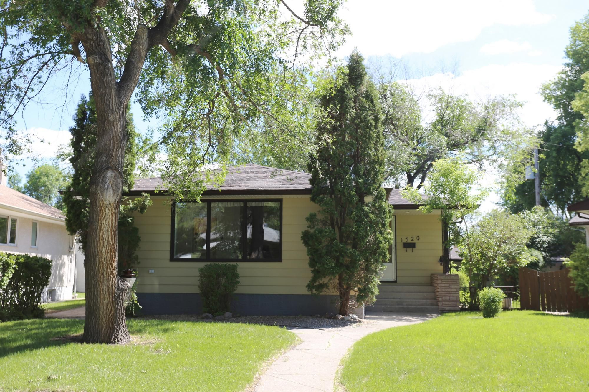 Photo 34: Photos: 1320 Valour Road in Winnipeg: West End Single Family Detached for sale (5C)  : MLS®# 1816744