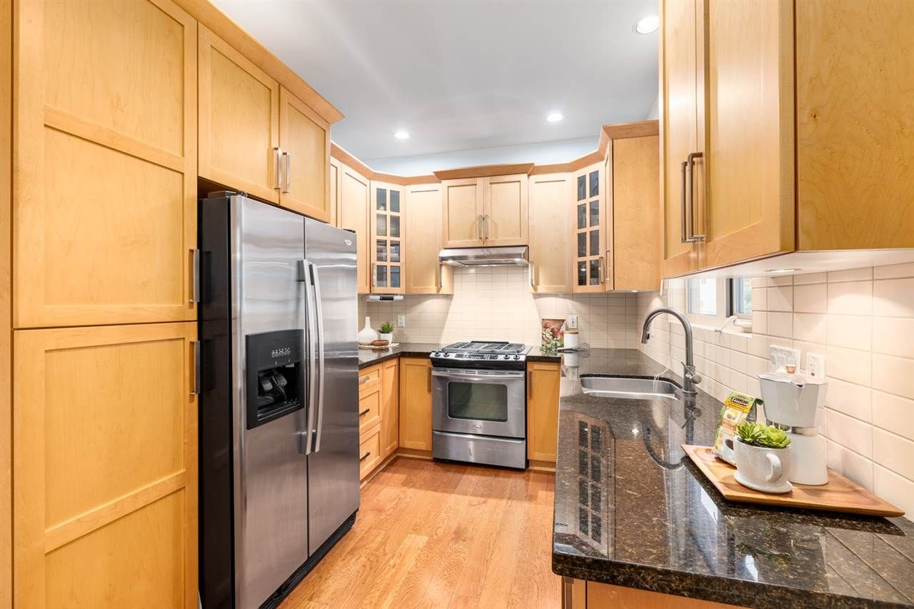 Photo 6: Photos: 1522 GRAVELEY STREET in Vancouver: Grandview Woodland Townhouse for sale (Vancouver East)  : MLS®# R2407954