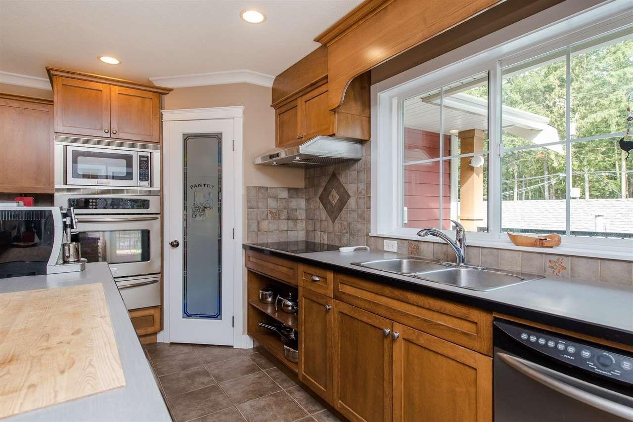 "Photo 16: Photos: 416 MAPLE Street: Cultus Lake House for sale in ""Cultus lake Park"" : MLS®# R2493541"