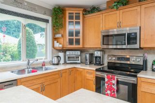 """Photo 14: 176 46000 THOMAS Road in Chilliwack: Vedder S Watson-Promontory Townhouse for sale in """"Halcyon Meadows"""" (Sardis)  : MLS®# R2460859"""