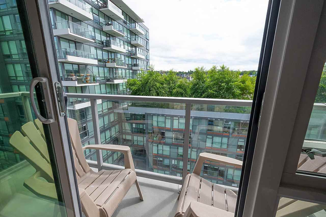 """Main Photo: 909 168 W 1ST Avenue in Vancouver: False Creek Condo for sale in """"WALL CENTRE FALSE CREEK"""" (Vancouver West)  : MLS®# R2481971"""