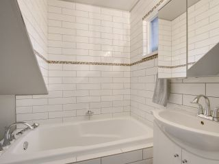 """Photo 16: 1046 IRONWORK Passage in Vancouver: False Creek Townhouse for sale in """"SPRUCE VILLAGE"""" (Vancouver West)  : MLS®# R2253346"""