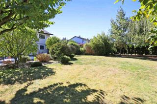 """Photo 5: 18875 57 Avenue in Surrey: Cloverdale BC House for sale in """"Fairway Estates"""" (Cloverdale)  : MLS®# R2445058"""