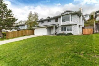 Photo 1: 32399 BADGER Avenue in Mission: Mission BC House for sale : MLS®# R2180882