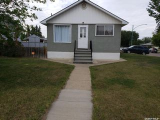 Photo 2: 237 Montreal Avenue South in Saskatoon: Meadowgreen Residential for sale : MLS®# SK860660