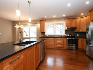 Photo 5: 2 1245 Chapman St in Victoria: Vi Fairfield West Row/Townhouse for sale : MLS®# 837185