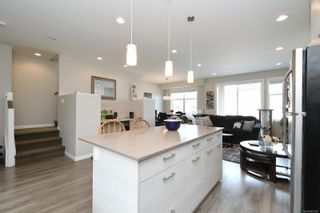 Photo 5: 13 3356 Whittier Ave in : SW Rudd Park Row/Townhouse for sale (Saanich West)  : MLS®# 861461