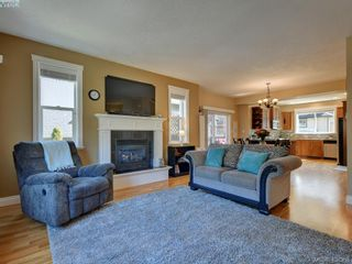 Photo 5: 2001 Duggan Pl in VICTORIA: La Bear Mountain House for sale (Highlands)  : MLS®# 811610