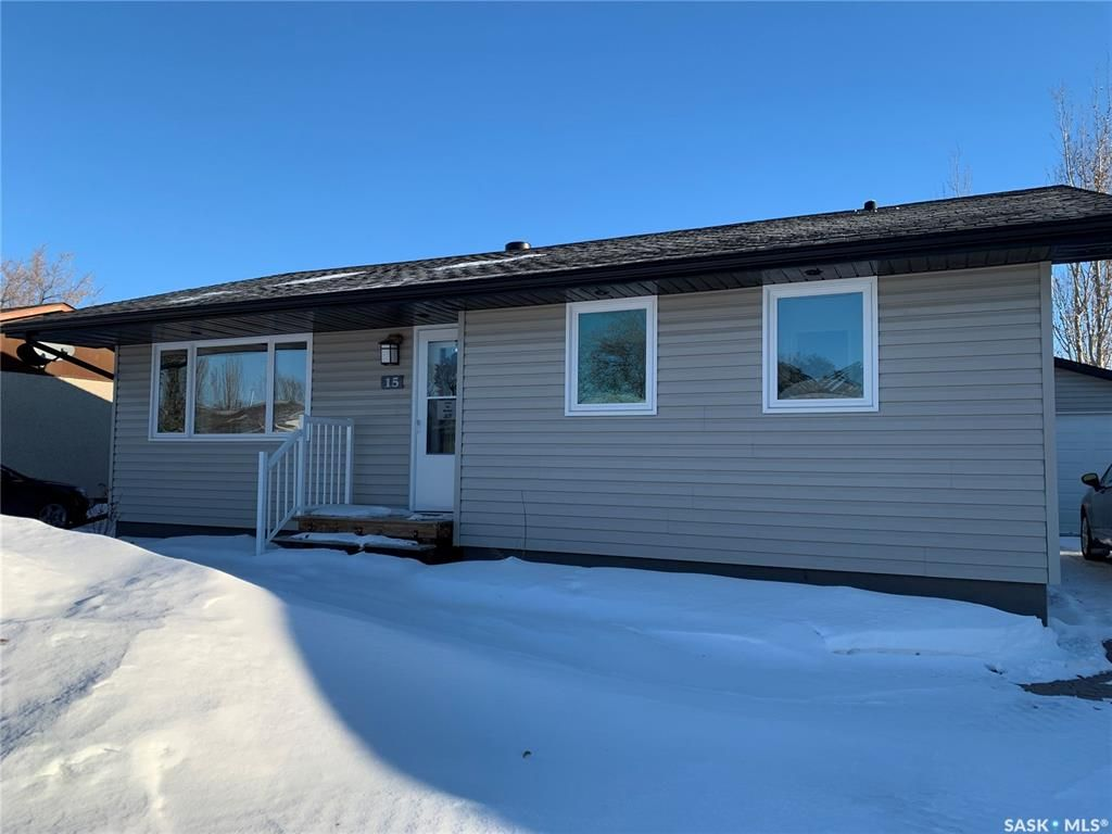 Main Photo: 15 Howard Crescent in Lanigan: Residential for sale : MLS®# SK837850