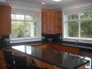 Photo 5: 1676 Chandler Ave in VICTORIA: Vi Fairfield East House for sale (Victoria)  : MLS®# 501950