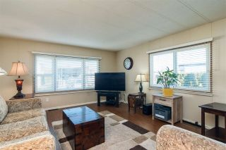 """Photo 2: 44 15875 20 Avenue in Surrey: King George Corridor Manufactured Home for sale in """"SEA RIDGE BAYS"""" (South Surrey White Rock)  : MLS®# R2333311"""