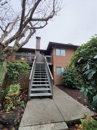 """Photo 1: 2303 10620 150 Street in Surrey: Guildford Townhouse for sale in """"LINCOLN'S GATE"""" (North Surrey)  : MLS®# R2520617"""