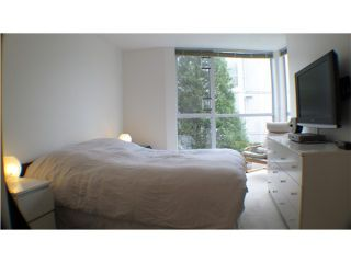 "Photo 10: 212 8460 JELLICOE Street in Vancouver: Fraserview VE Condo for sale in ""THE BOARDWALK"" (Vancouver East)  : MLS®# V854806"