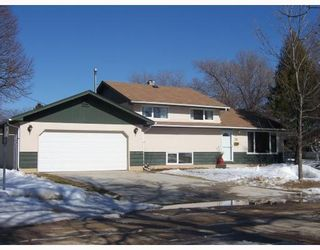 Photo 1: 36 SATURN Bay in WINNIPEG: Manitoba Other Residential for sale : MLS®# 2905473