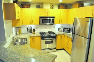 """Photo 2: 2575 EAST Mall in Vancouver: University VW Townhouse for sale in """"LOGAN LANE"""" (Vancouver West)  : MLS®# V839250"""