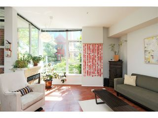 """Photo 3: 2325 ASH Street in Vancouver: Fairview VW Townhouse for sale in """"OMEGA CITIHOMES"""" (Vancouver West)  : MLS®# V846848"""